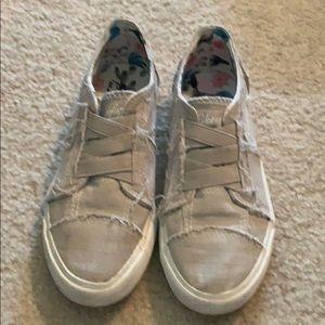Girls Beige canvas shoes